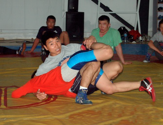 Sukhee showing wrestling moves